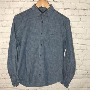 Gap Chambray Button Down Long Sleeve Shirt
